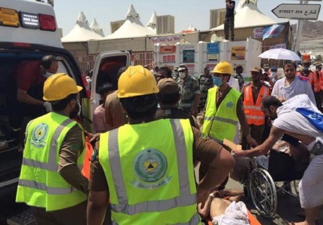 Members of Saudi civil defense try to rescue pilgrims following a crush caused by large numbers of people pushing at Mina, outside the Muslim holy city of Mecca in this handout picture published on Twitter account of the Directorate of the Saudi Civil Defense September 24, 2015. REUTERS/Directorate of the Saudi Civil Defense/Handout via Reuters